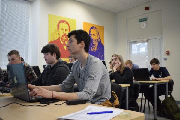 В Центре прототипирвания Технопарка Санкт-Петербурга стартовал инженерный Хакатон EnHack