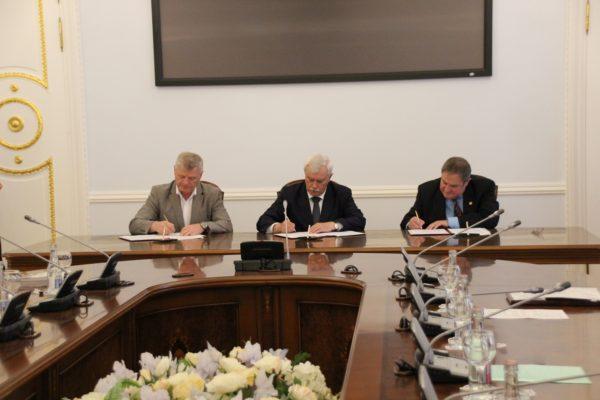 12 сентября  2106 — Минимальная зарплата в Петербурге вдвое превысит федеральный МРОТ