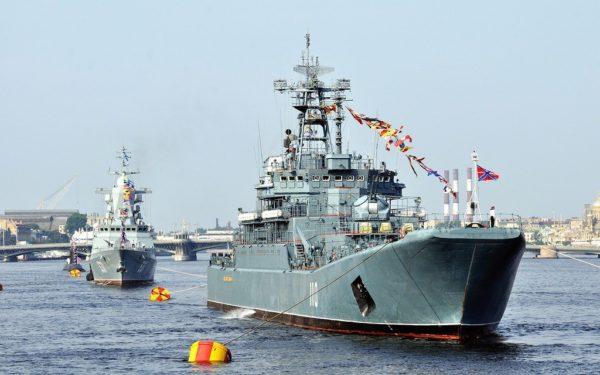 Уважаемые горожане и гости Санкт-Петербурга!  29 июля в нашем городе состоится Главный военно-морской парад.